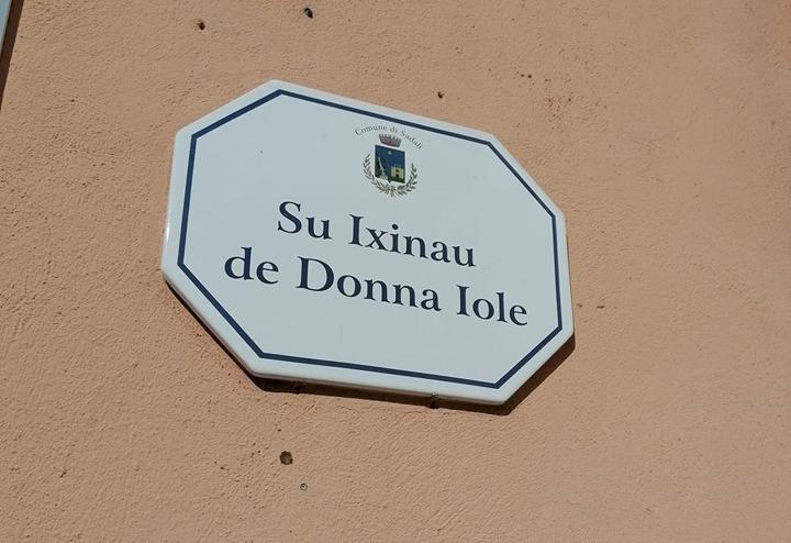 i nomi delle strade nel centro storico di Sadali