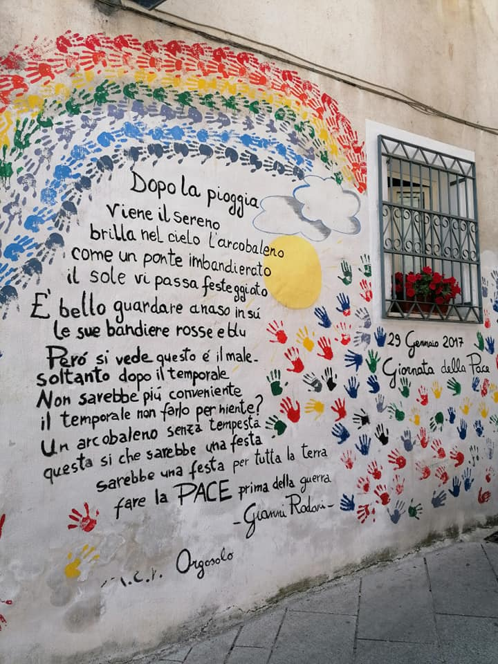 escursione a orgosolo. il murale dedicato alla giornata della pace