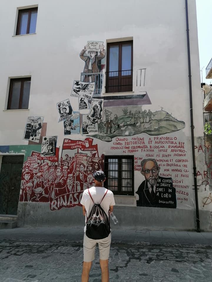 escursione a orgosolo: murale dedicato ai fatti di pratobello